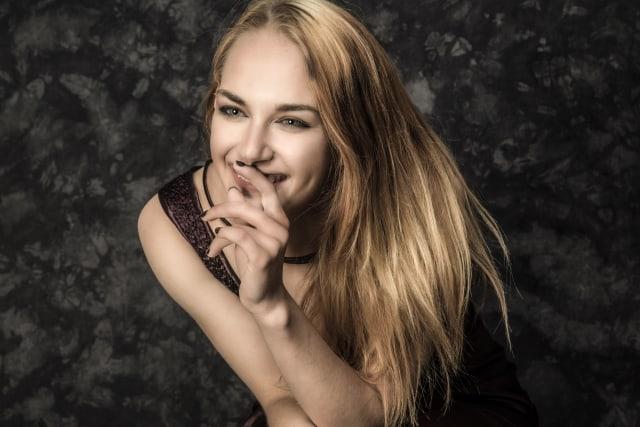 Uśmiechnięta, szczęśliwa kobieta