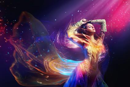 Piękna kobieta w kolorach
