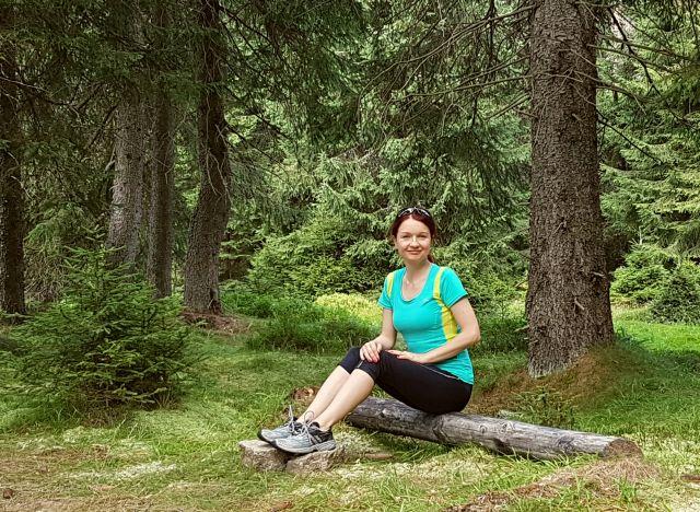 Joanna wśród drzew