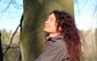Joanna przy ulubionym drzewie